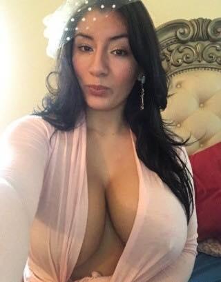 Madura con grandes senos