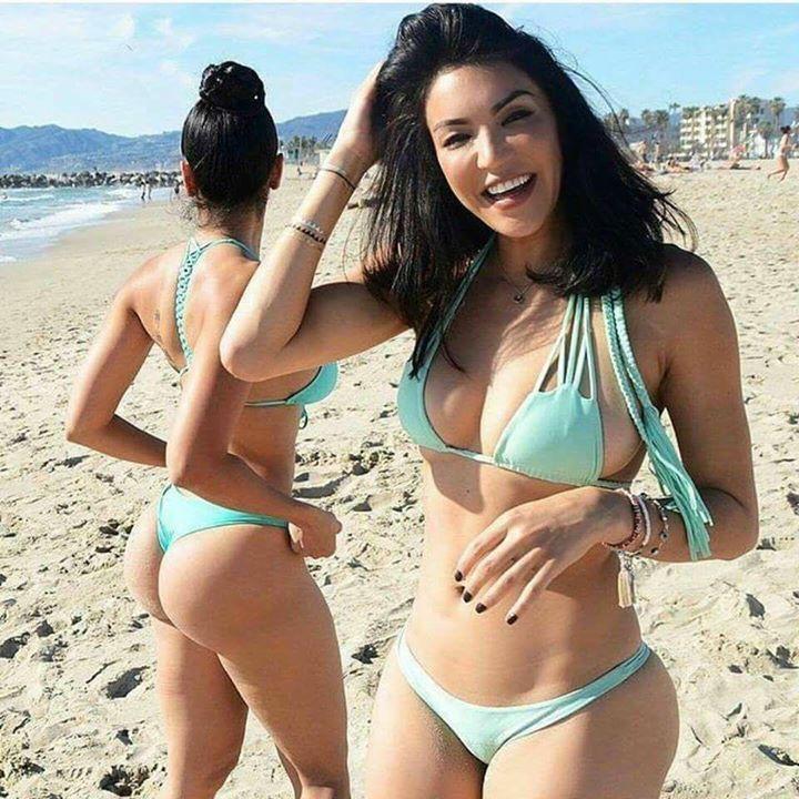 Tias buenas en la playa