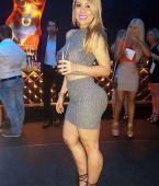 En la discoteca con minifalda