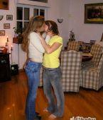 Chicas besandose de verdad
