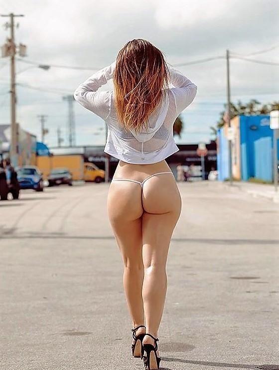 Caminando en tanga por la calle