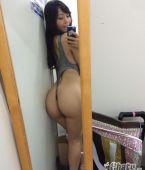 Una japonesa buenorra en el espejo