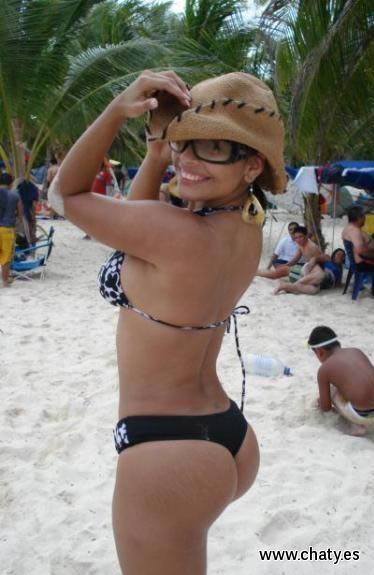 Chicas en la playa con culos grandes y bonitos