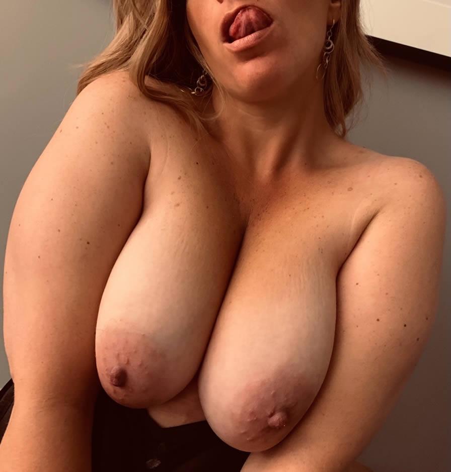 Maduras desnudas en el super, tias en pelotas