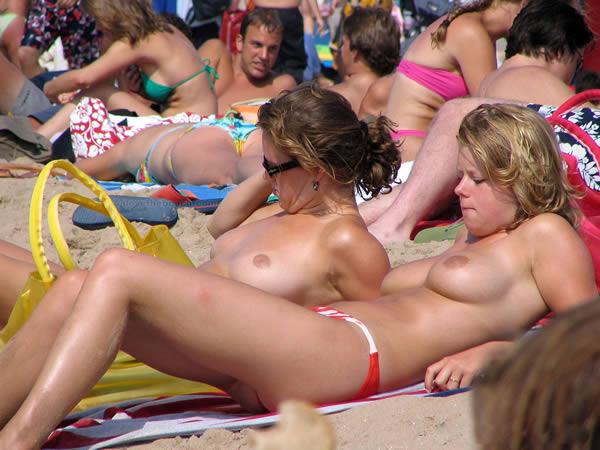 chicas en playas nudistas