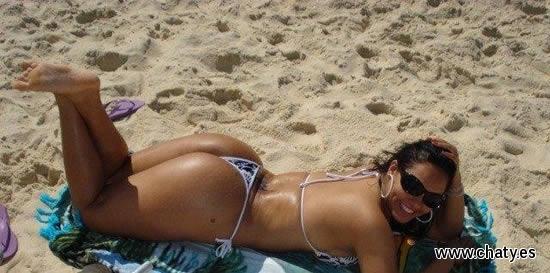 mujeres bien buenas en la playa