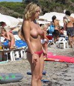 rubias desnudas en la playa con buenas tetas